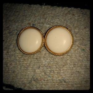Vntge clip on circular goldtone earrings
